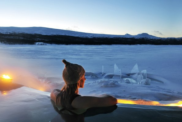 The-outdoor-hot-tub-at-Mii-Gullo-Spa-Fjallnas-Sweden