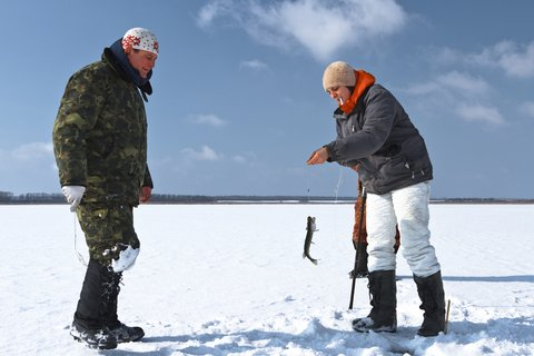 ice fishing couple 2