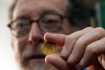 Israeli Hiker Discovers 2,000-Year-Old Gold Coin