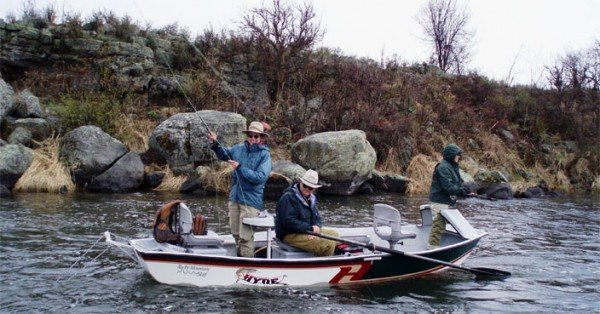 Anglers_fly_fishing_drift_boat