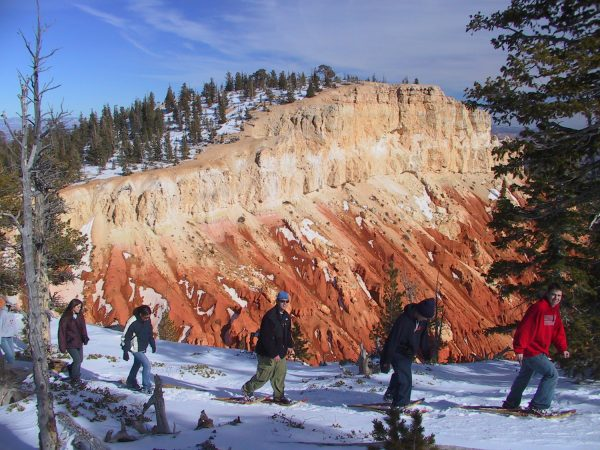 Snowshoers_in_Bryce_Canyon